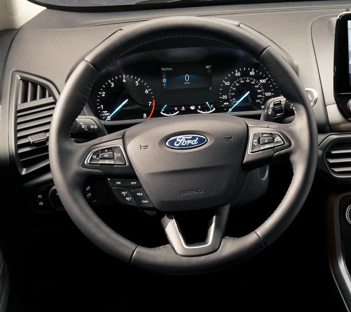 Interior de una Ford EcoSport 2020mostrando el panel de instrumentos y volante