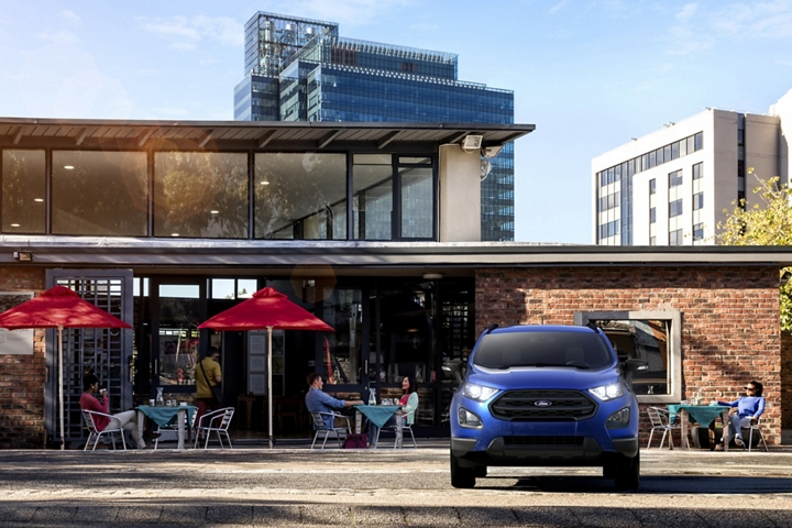 Front view of the 2020 Ford EcoSport S E S in Lightning Blue parked in front of a restaurant