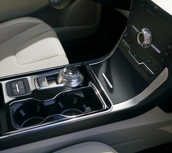 Ford Edge 2020 con dial giratorio en palanca de cambios