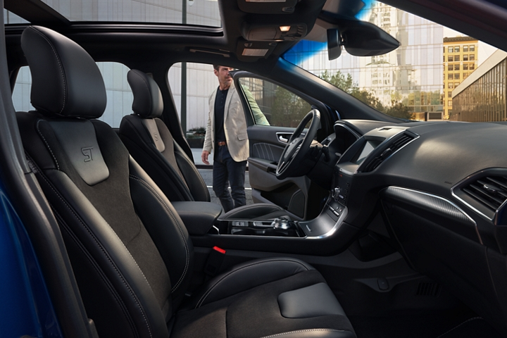 2020 Ford Edge S T front seats