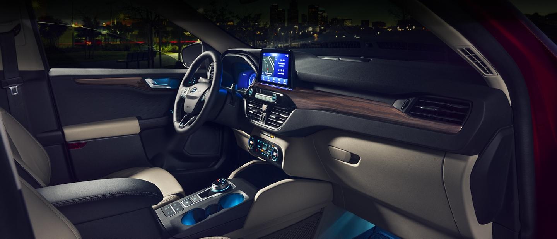 Interior amplio rediseñado de una Ford Escape 2020