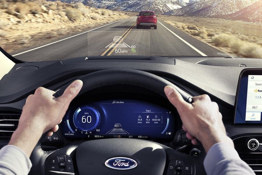 Se muestra la pantalla frontal disponible mientras el vehículo está andando