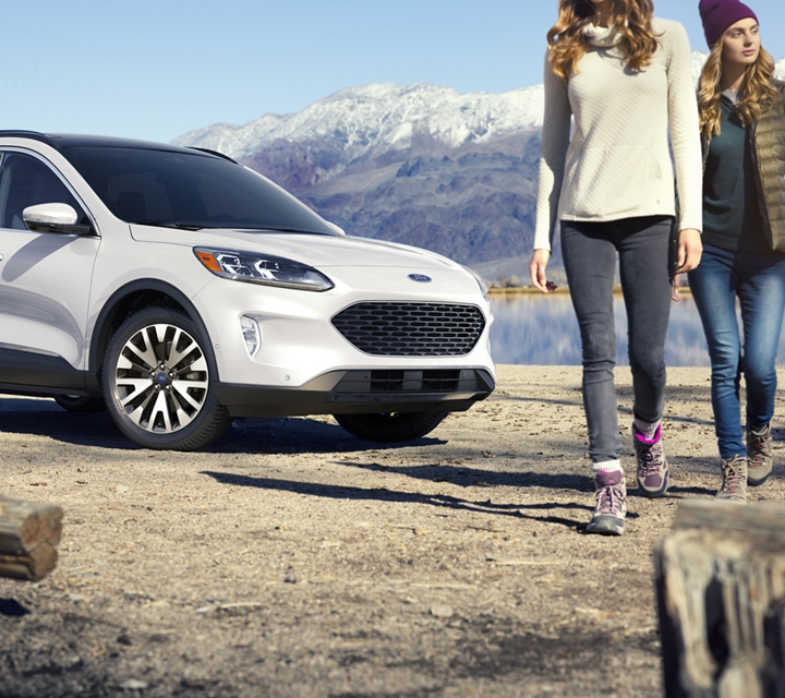Ford Escape Titanium 2020 modelo de gasolina en StarWhiteMetallic Tri Coat