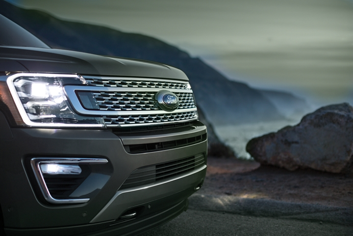 2019 Expedition Platinum L E D headlamps
