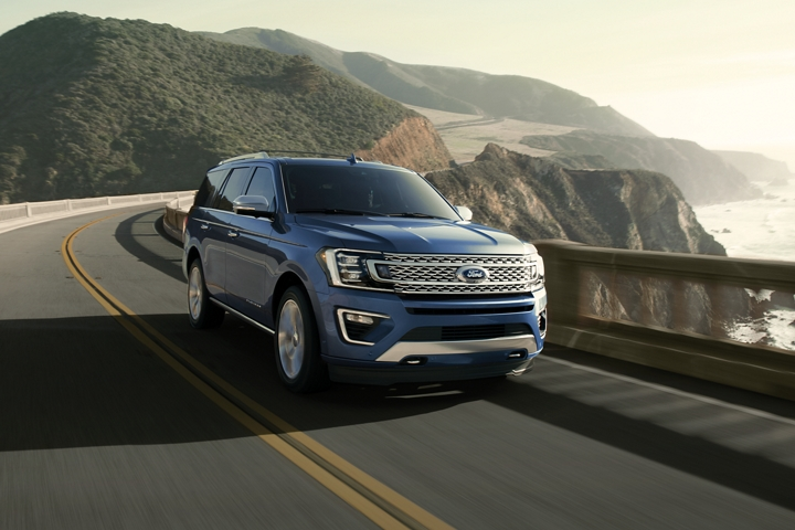 2020 Ford Expedition Platinum in Blue on the highway