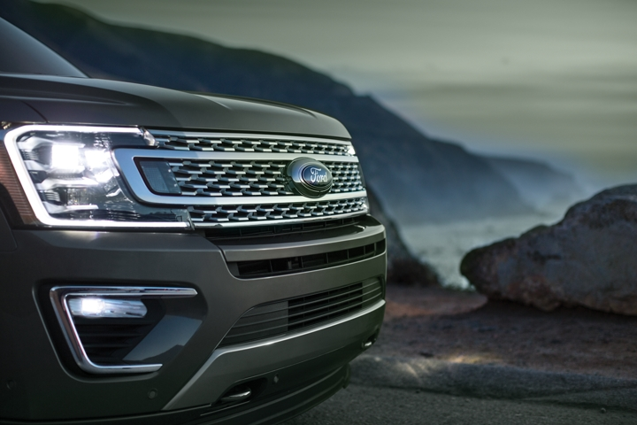 2020 Ford Expedition Platinum L E D headlamps