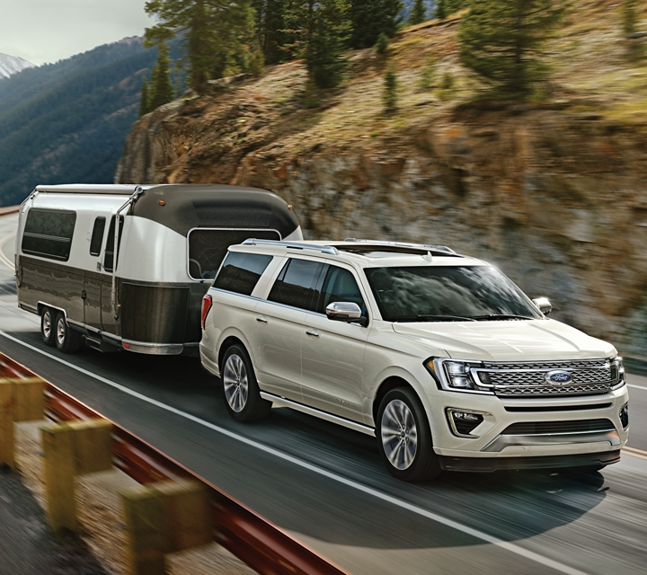 La Ford Expedition Platinum 2020 configurada para remolcar un trailer