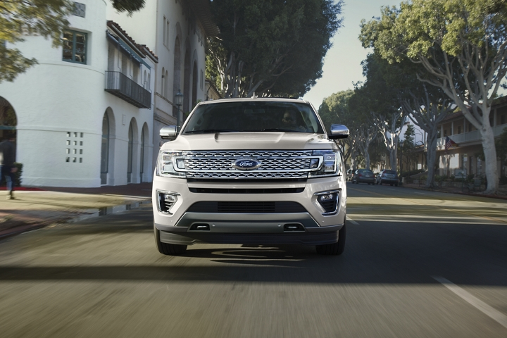 Front view of boldly designed 2020 Ford Expedition Platinum