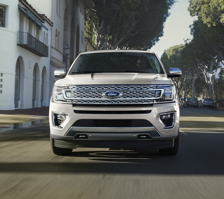 Vista frontal de la Ford Expedition Platinum 2020
