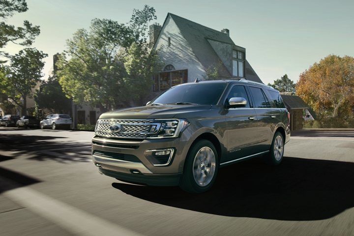 2020 Ford Expedition Platinum showing front fascia and five bar grille