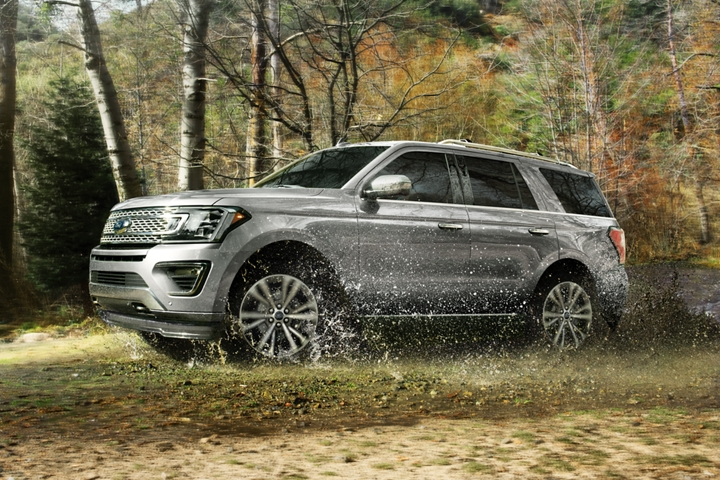 2020 Ford Expedition being driven off road