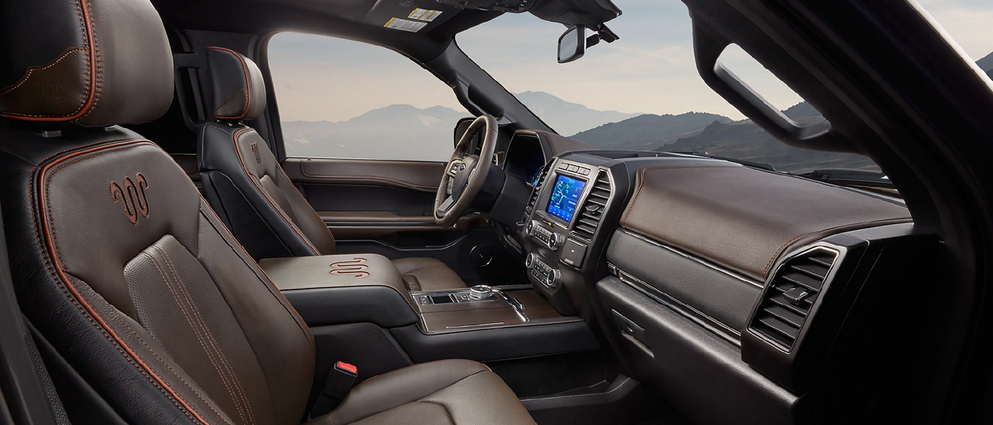 Interior de la Ford Expedition King Ranch 2020 con asientos de cuero Del Rio estándar