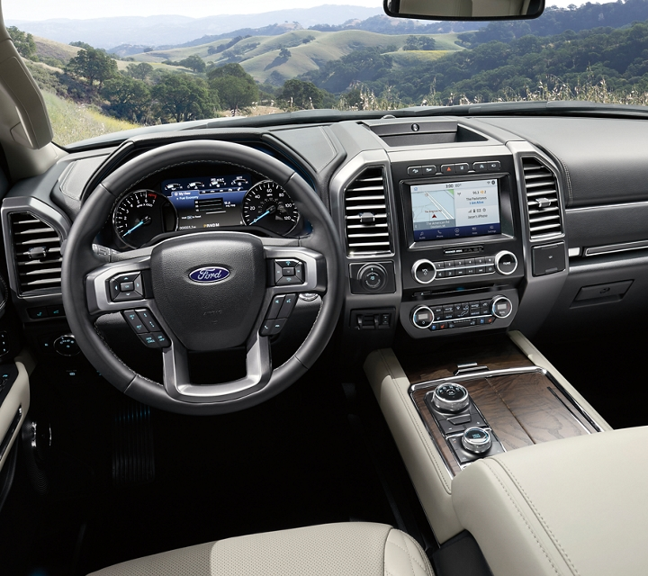 Interior amplio de la Ford Expedition Platinum 2020