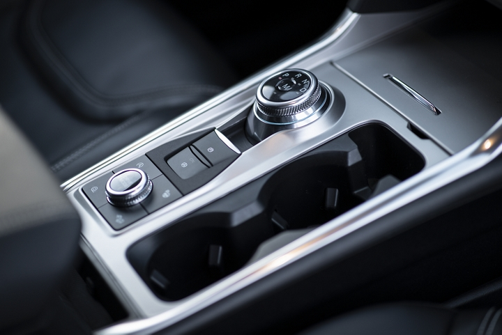 2020 Explorer center console with a rotary gear shift dial