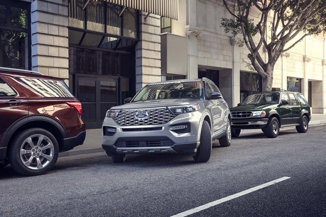 A 2020 Explorer in Iconic Silver parallel parking in between two other Explorers