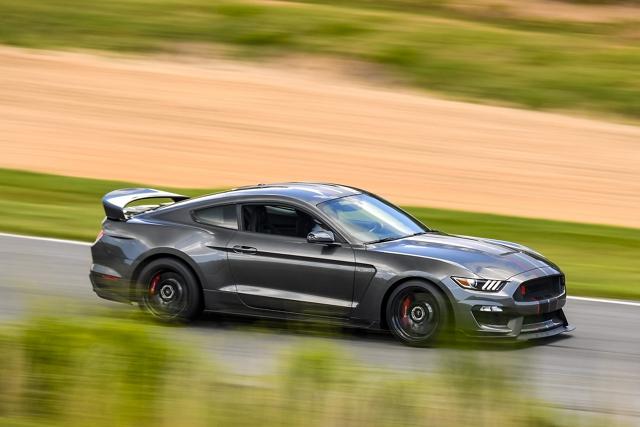 El Ford Mustang 2020 en una pista