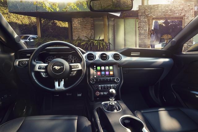 Detrás del volante de un Ford Mustang 2020