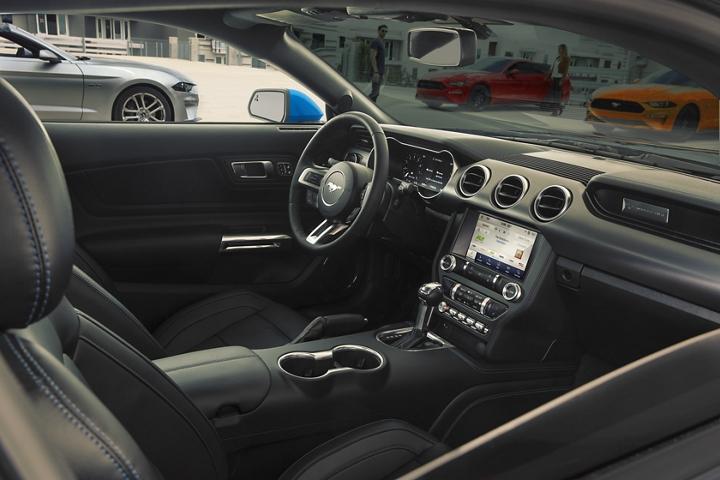 Primer plano del exclusivo aplique para tablero en el Ford Mustang 2020