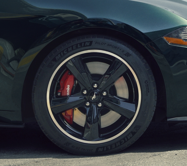 2020 Ford Mustang BULLITT five spoke heritage wheels with bright machined aluminum and high gloss black painted pockets