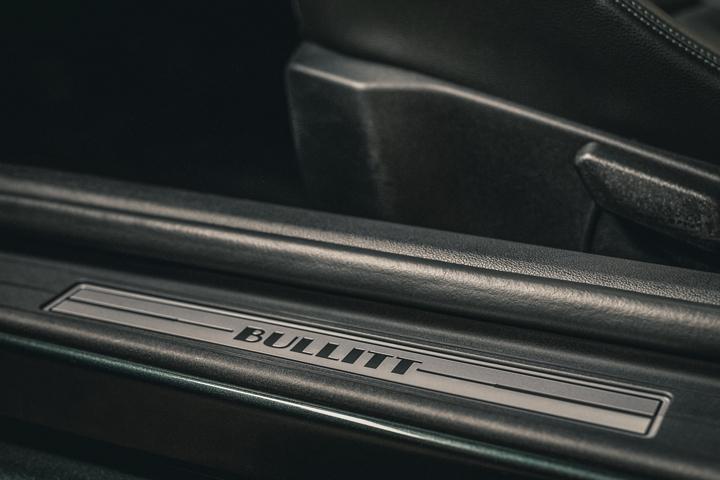 Placa de umbral en la puerta del Ford Mustang BULLITT 2020
