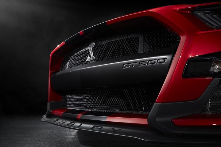 Primer plano de la fascia delantera del Ford Mustang G T 500 2020