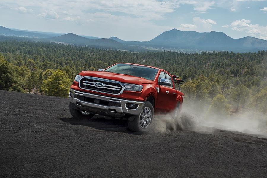 La Ford Ranger 2019 pasando por un terreno desértico