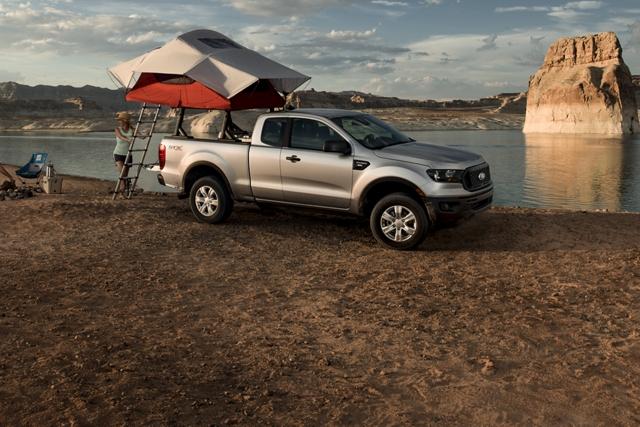Ford Ranger 2019 junto a un lago desértico