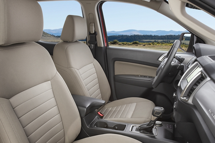 Interior de la Ford Ranger 2020 en Medium Stone disponible