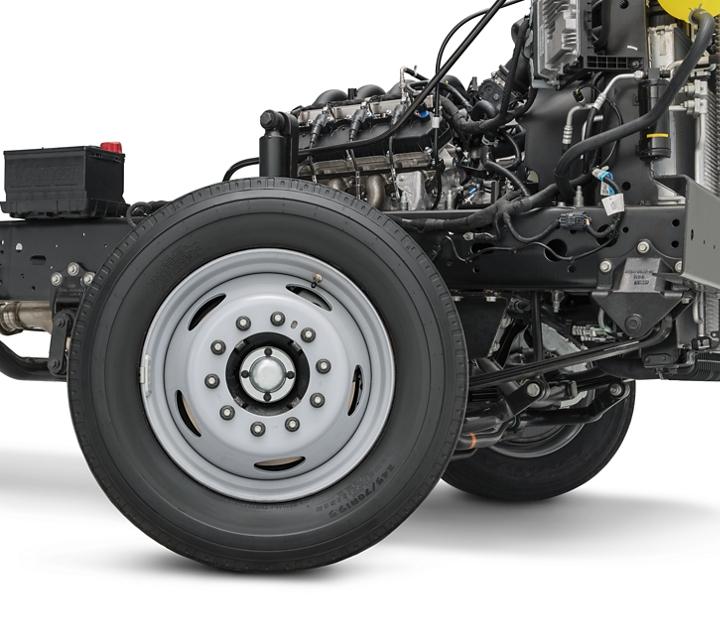 Primer plano de la rueda del Chasis Desnudo de Ford E Series 2021