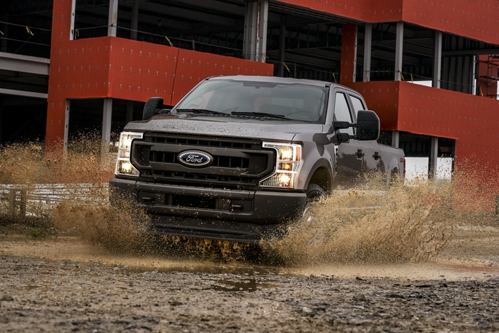 2020 Ford Super Duty F 2 50 X L in Stone Gray being driven through a puddle