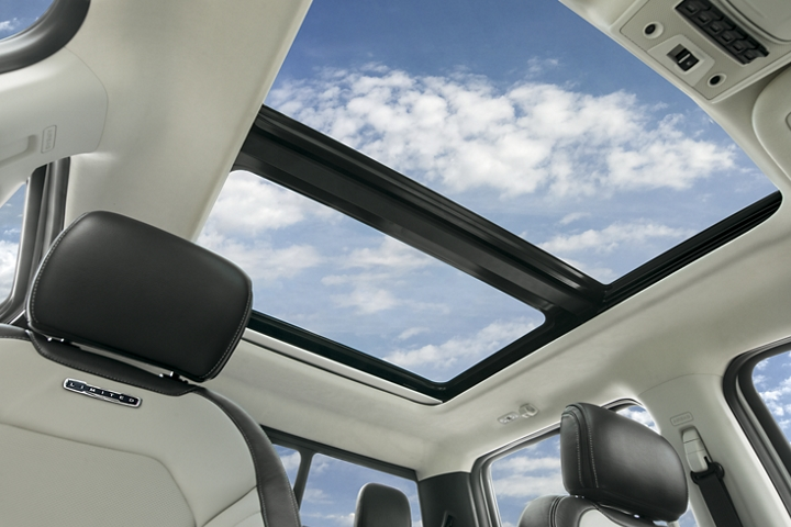 2020 Ford Super Duty twin panel moon roof with cloudy sky