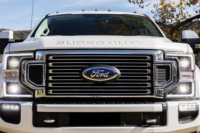 Close up of 2020 Ford Super Duty high airflow grille