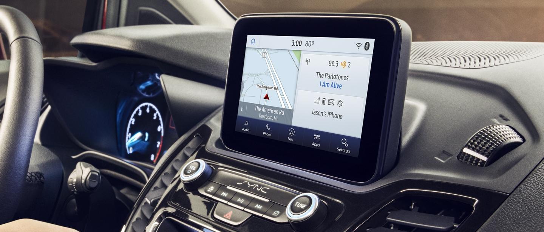 Se muestra tecnología sync3 activada por voz disponible en una pantalla