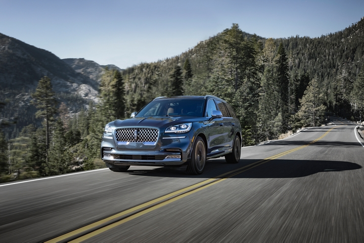 A Lincoln Aviator Black Label is shown being driven on a mountain road where all wheel drive could be helpful