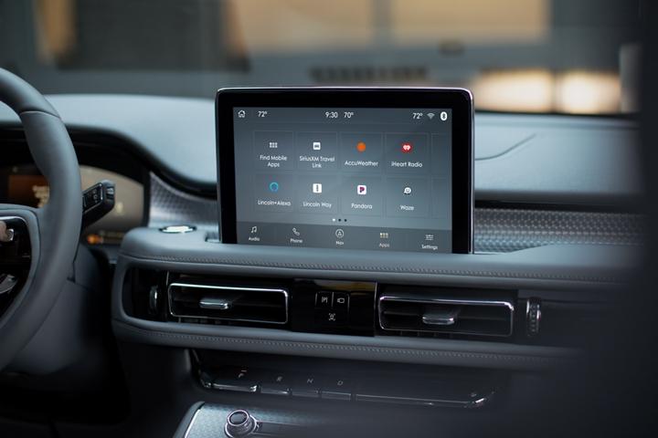 Se muestra la pantalla Lincoln Plus Alexa en la pantalla táctil central de una Lincoln Aviator