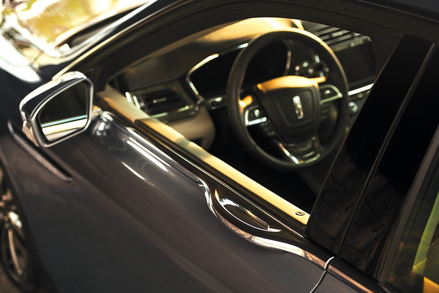 The E latch door handle is integrated into the beltline, giving the Continental uninterrupted design lines