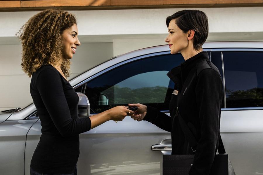 El servicio de recogida y entrega de Lincoln deja un vehículo prestado