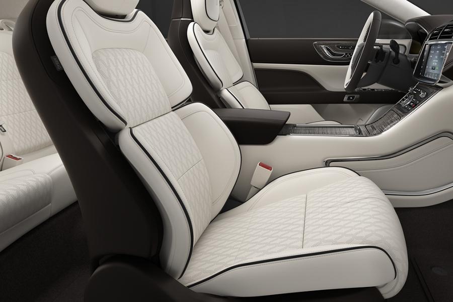 El Lincoln Continental Black Label 2020 viene con asientos en la posición perfecta