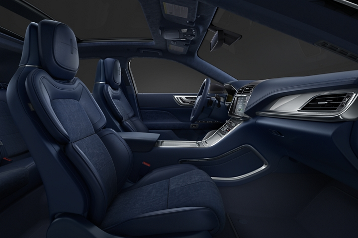 An image of the interior of a Lincoln Black Label Continental shows the deep blue of the rhapsody theme