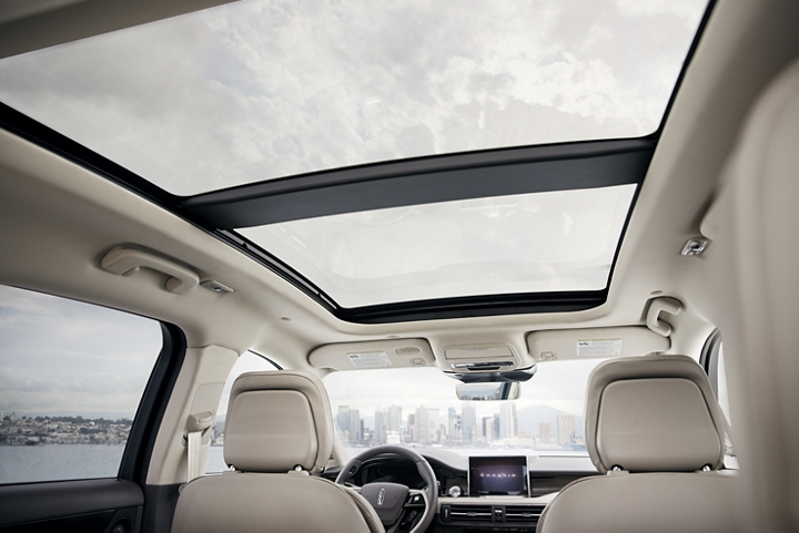 The expansive freedom of the panoramic vista roof and windows provides a breathtaking view of city and sky