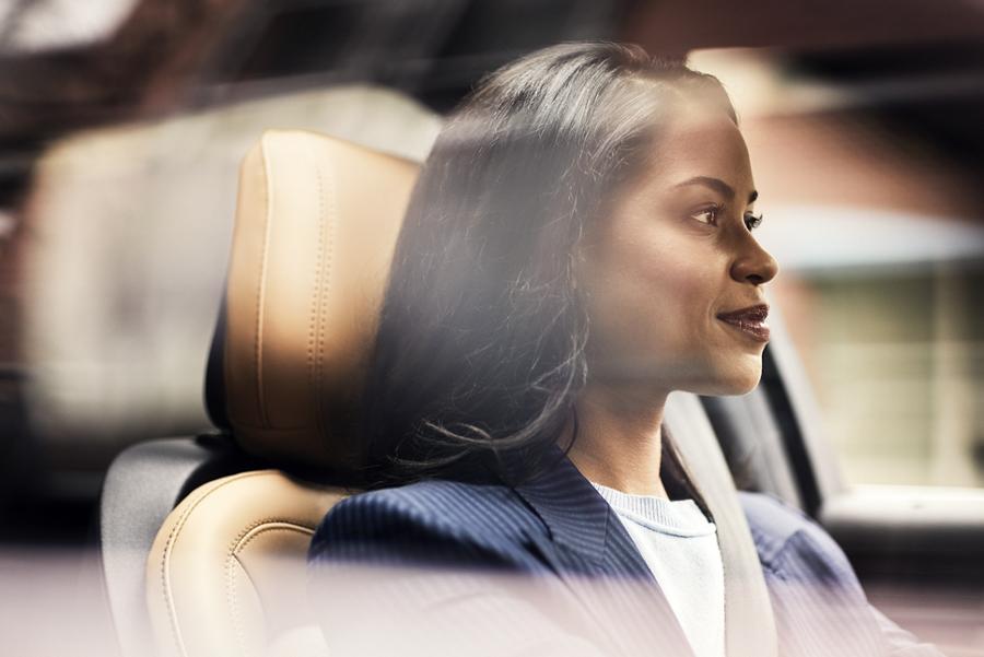 La cabina ventilada silenciosa y el interior sereno de la Lincoln Corsair invita a disfrutar de la luz y paz interior