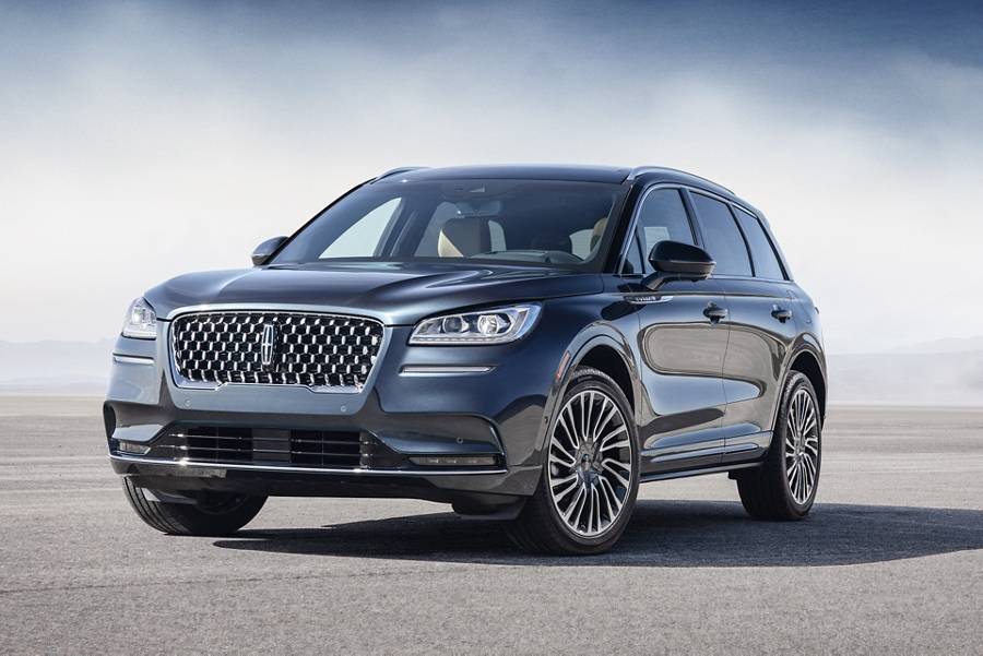 The front of a 2020 Lincoln Corsair with the reserve appearance package catches and reflects daylight through the dramatic curvature of the body
