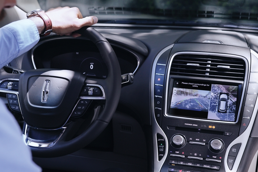 The center screen is shown while the rear camera displays what is behind a Lincoln Nautilus