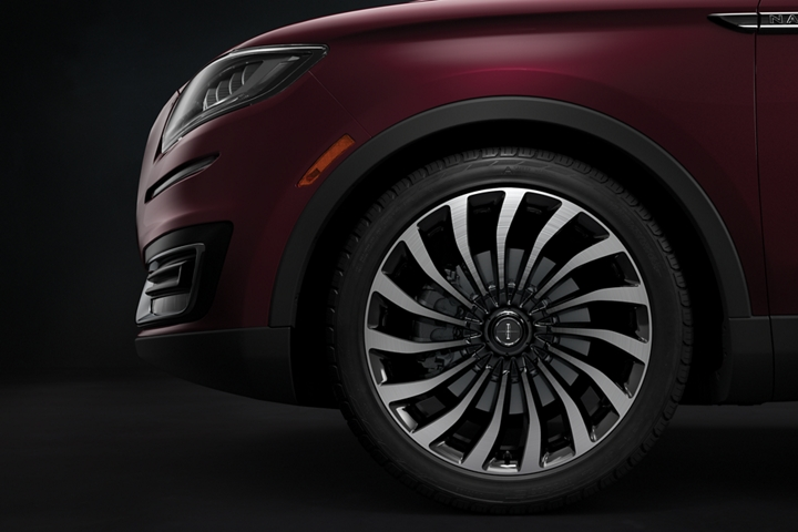 This image shows close up detail of the exclusive Lincoln Black Label 15 spoke wheel