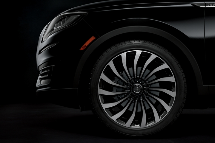 A side view of the Lincoln Black Label cyclone like wheel is shown in the thoroughbred theme