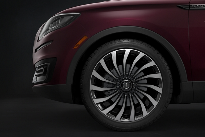 This image shows close up detail of the exclusive 2020 Lincoln Black Label Nautilus 15 spoke wheel