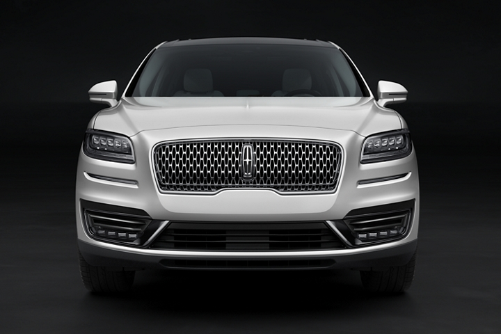 The front fascia and signature grille of a 2020 Lincoln Black Label Nautilus are shown