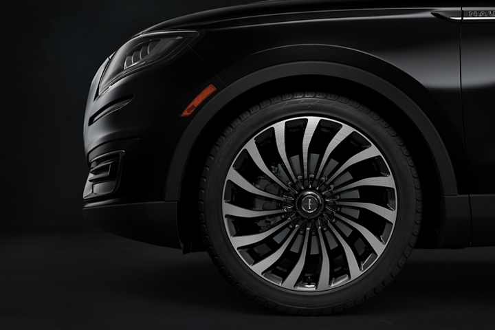 A side view of the 2020 Lincoln Black Label Nautilus cyclone like wheel is shown