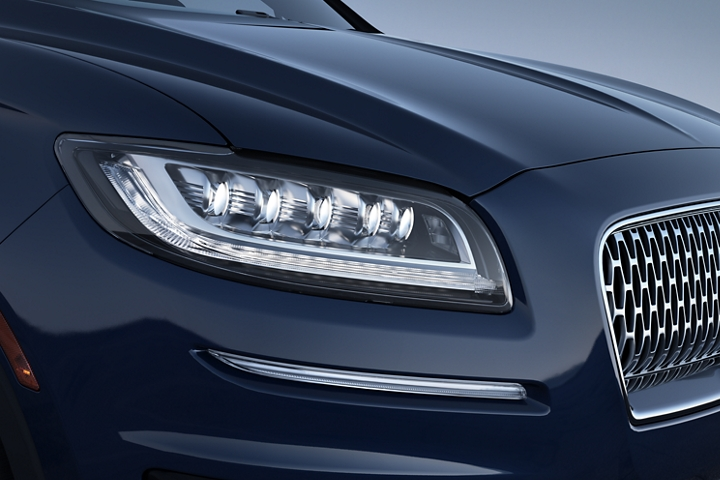A close up image of the available full L E D multi projector headlamps of the 2020 Lincoln Nautilus
