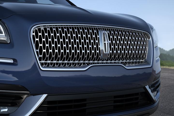 Imagen del logo de la estrella de Lincoln en la parrilla de la Lincoln Nautilus 2020